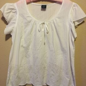 White organic cotton embroidered flower blouse